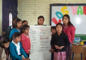 Grupo niñas becas Guatemala